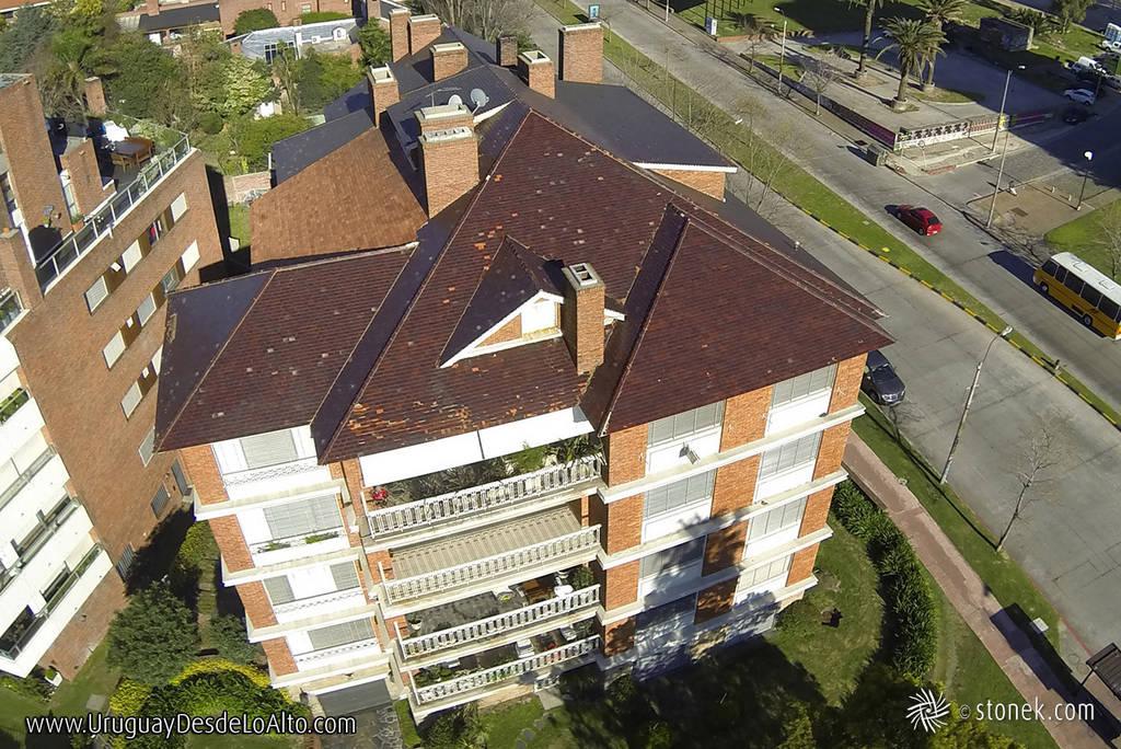 Fotos aérea de techos de casas y edificios