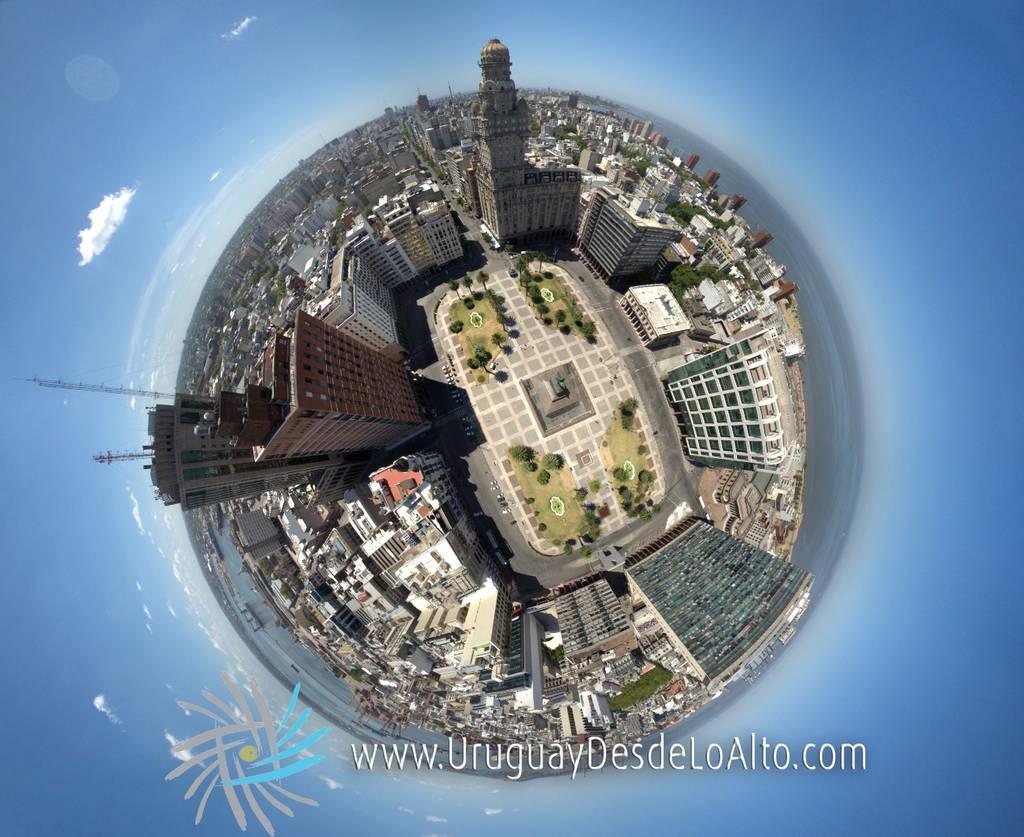 Visión esférica aérea de la Plaza Independencia y su entorno, Montevideo, Uruguay