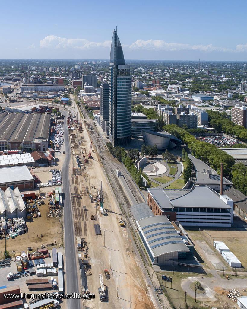 Foto aérea de la Torre de las Telecomunicaciones y las obras en la Rambla Sudamérica