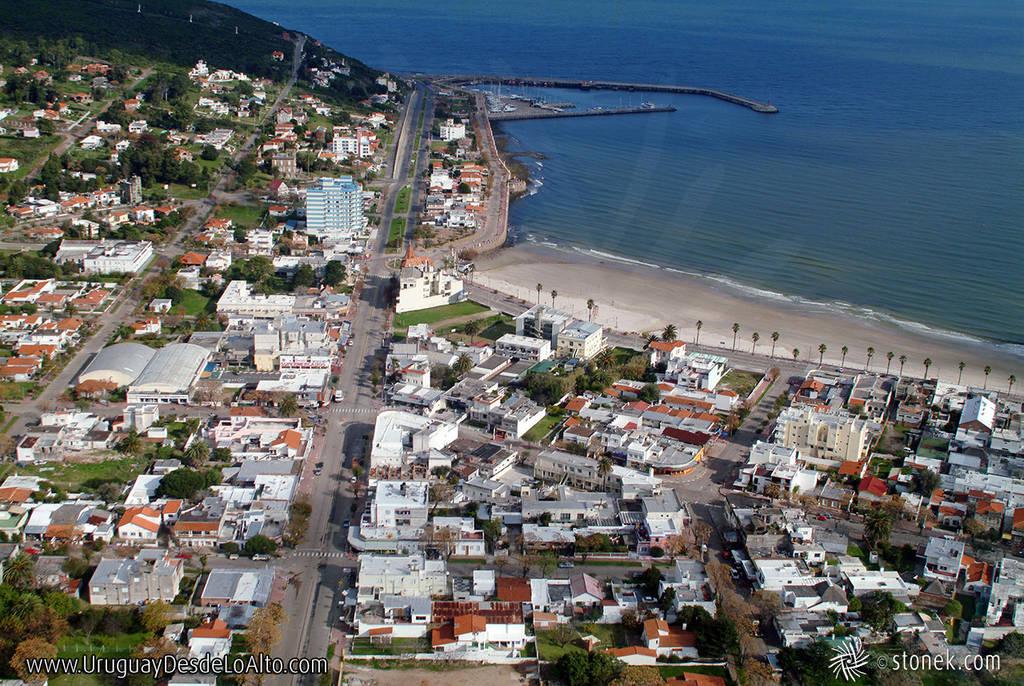 Foto aérea de la Avenida Piria de Piriápolis en el año 2004