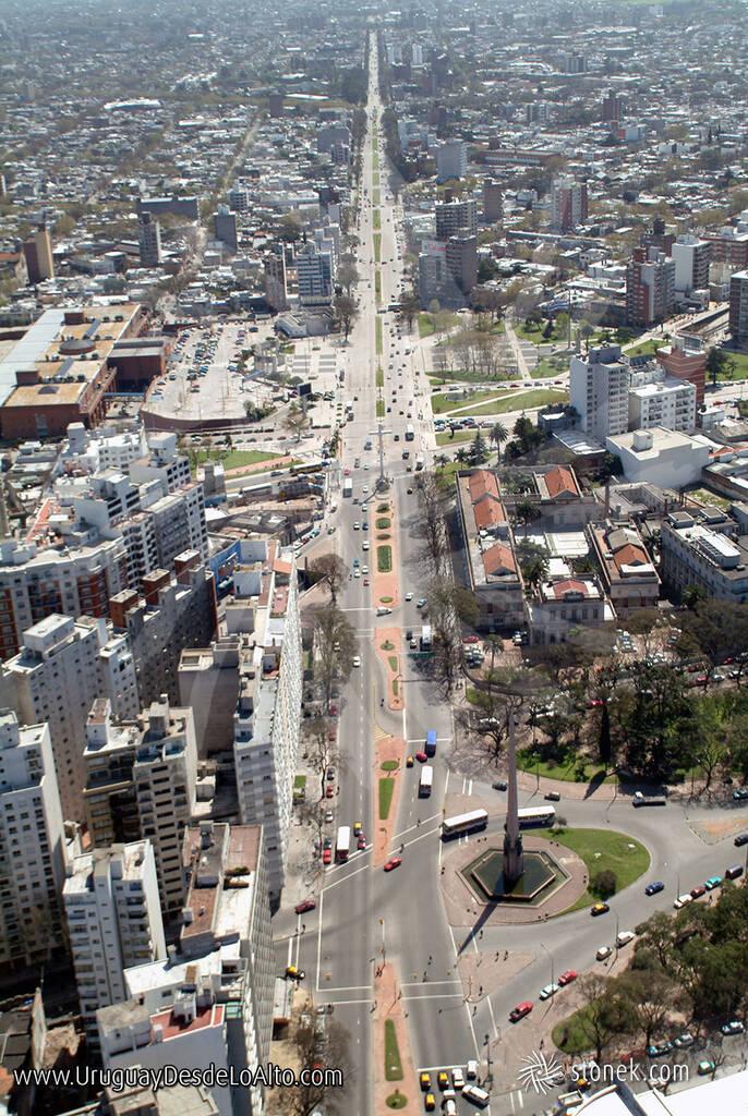 Foto aérea de Tres Cruces en Montevideo, año 2003