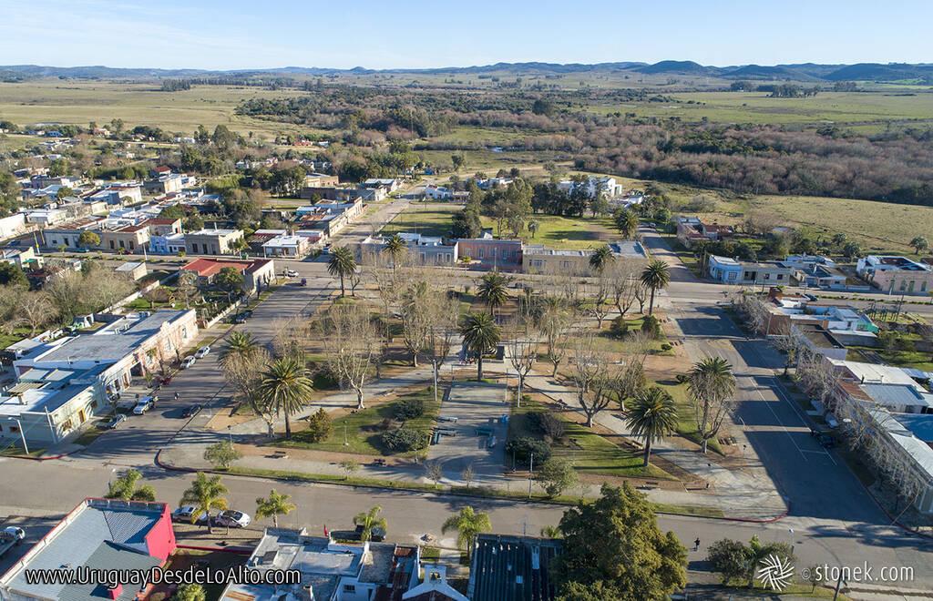Vista aérea de Aiguá y su plaza