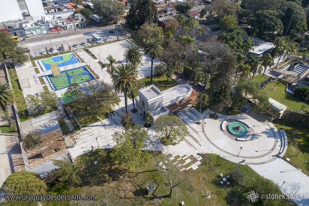 Vista aérea del acceso por la Av. Rivera del Parque Zoológico de Villa Dolores