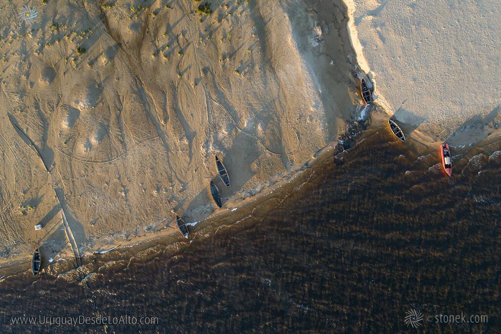 Vista aérea de la costa de San Gregorio sobre el río Negro