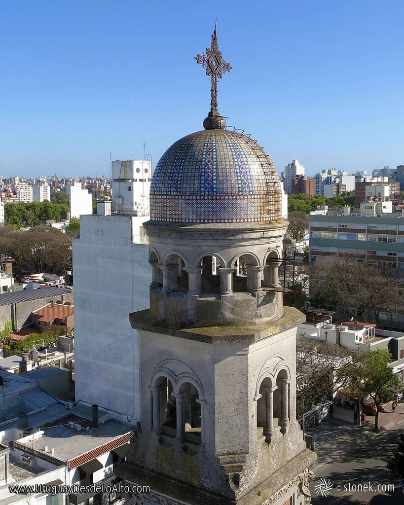 Foto aérea de la cúpula de la iglesia de Punta Carretas