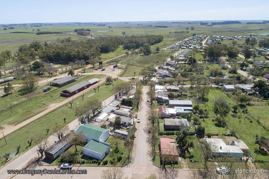 Vista aérea del Pueblo Blanquillo en el departamento de Durazno