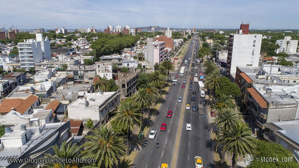 Vista aérea de Bulevar Artigas, Montevideo